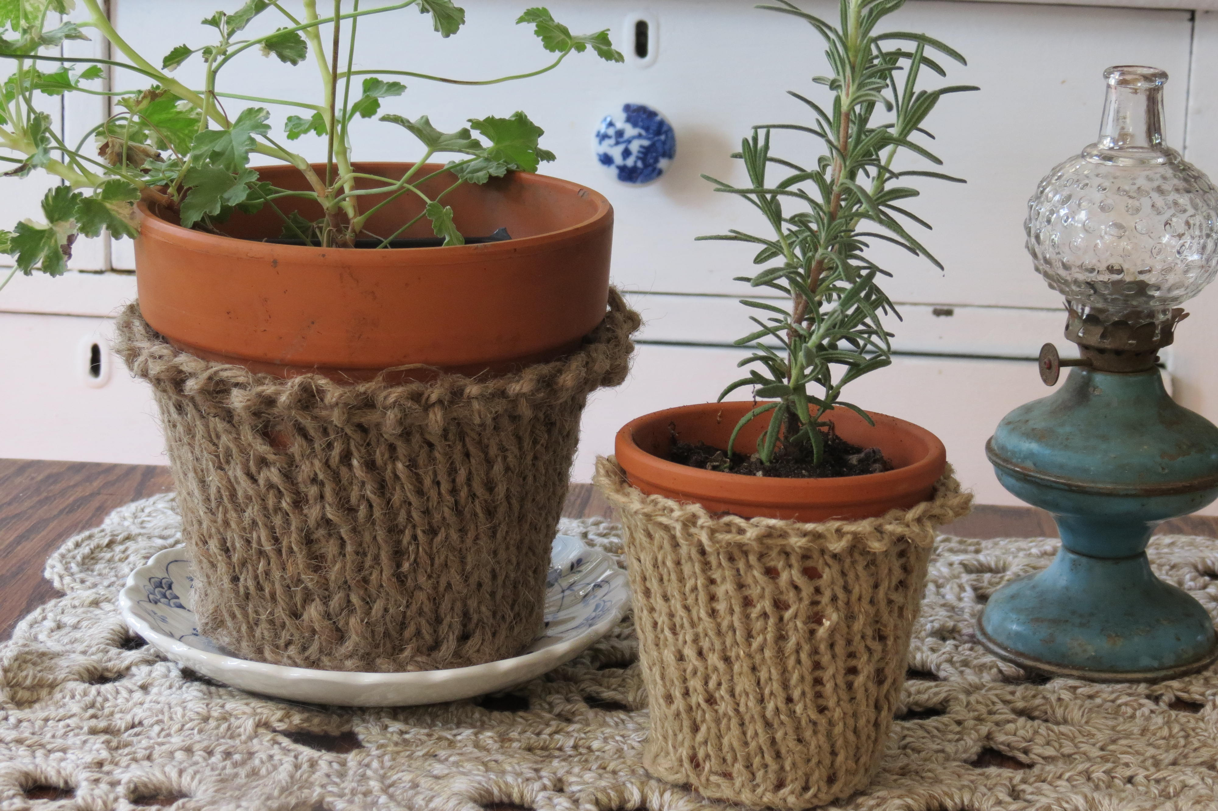 knitted flower pot cover something for almost nothing. Black Bedroom Furniture Sets. Home Design Ideas