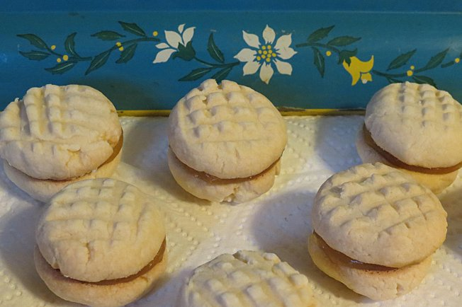 Lemon Curd Shortbread Cookies and Fluffy White Flowers